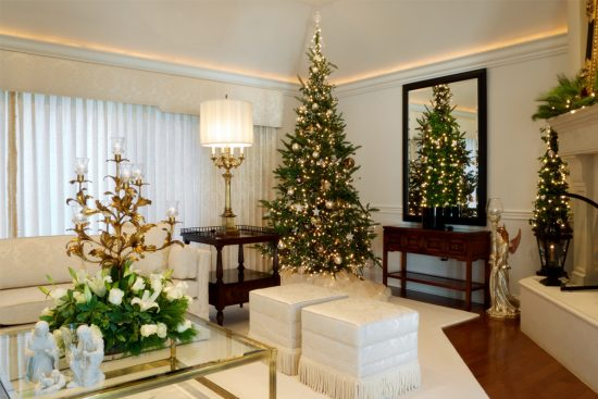 How to style your sofa with Christmas decorations for this year
