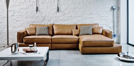 cognac leather sofas are now on trend for 2018 homes leather sofas. Black Bedroom Furniture Sets. Home Design Ideas