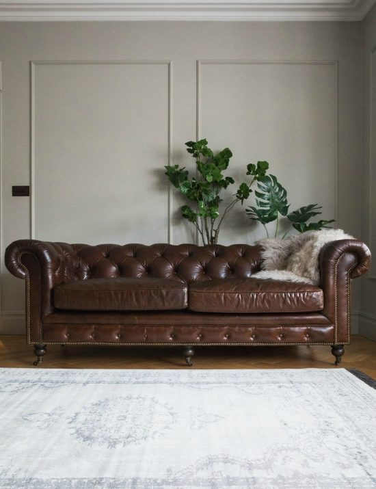 Leather chesterfield sofas combine luxury beautiful class and sturdiness